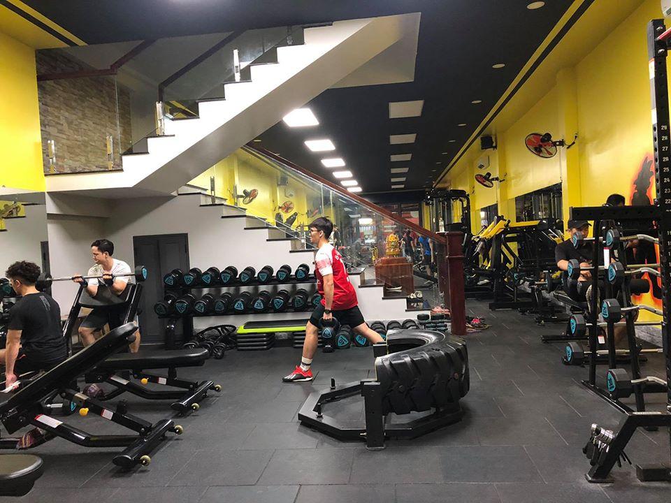 Nhóm tạ, tập cơ của hệ thống setup gym MBHFIT- tại Cà Mau